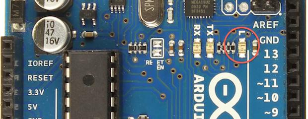 Dioda LED připojená k digitálním pinu 13 na desce Uno