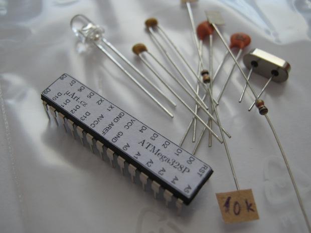 Ze všech součástek je nejdůležitější ATMega328P